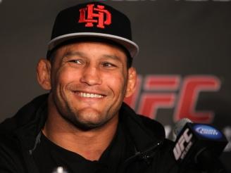 Dan Henderson, lesionado, está fora do UFC 151