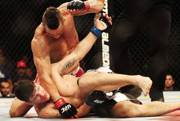 """Belfort """"tratoriza"""" britânico no UFC São Paulo. (Foto: Reprodução)."""