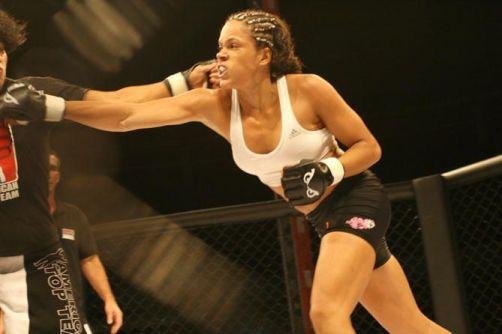A primeira brasileira contratada pelo UFC