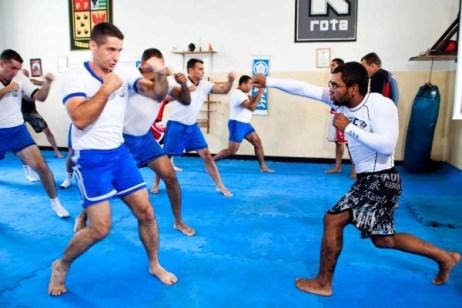 Wolverine, atleta UFC comandou um treino de MMA na ROTA. (Foto divulgação)