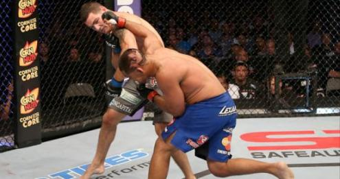 Chris Weidman nocauteia Mark Muñoz