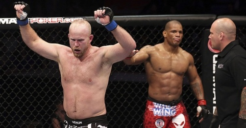 Tim Boetsch surpreende e vence Lombard