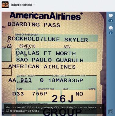Luke mostra passagem a caminho do Brasil.