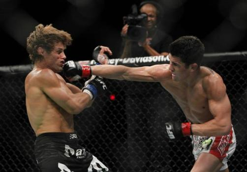 method=get&rs=80&q=75&x=128&y=52&w=661&h=461&ro=0&s=dominick-cruz-lands-a-punch-on-urijah-faber