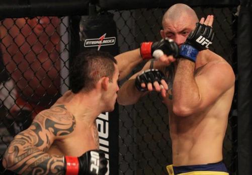 Duelo pegou fogo. (foto: UFC.com)