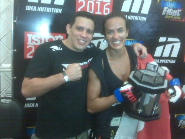 Érica Paes após sua vitória no Gringo Super Fight (foto: reprodução)