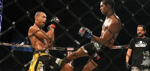 Guilherme Faria venceu Julio Gideão numa justíssima decisão unãnime. (foto: Anderson Barata/MMABrazucas)