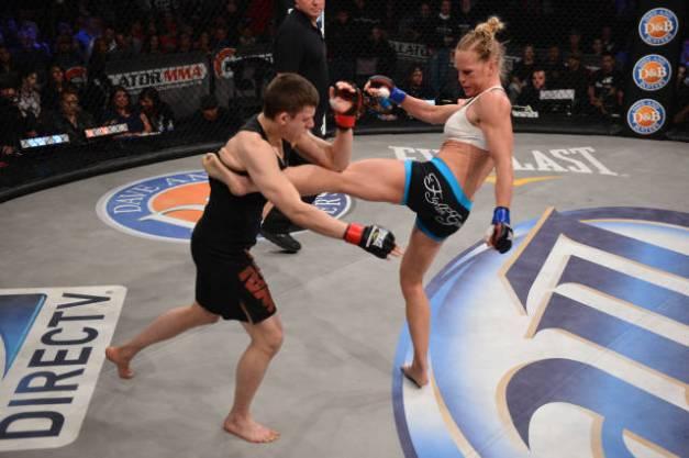 Holly Holm vs. Katie Merrill no Bellator 91 (foto: reprodução)