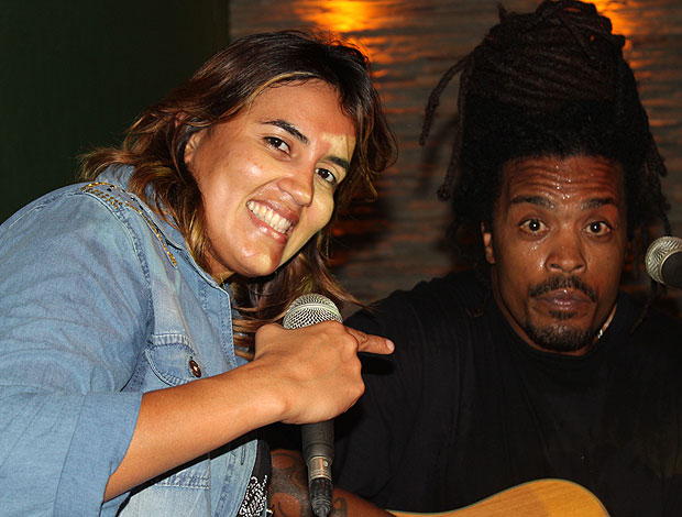 Érica Paes e o parceiro de banda Francisco Bhea (foto: reprodução)