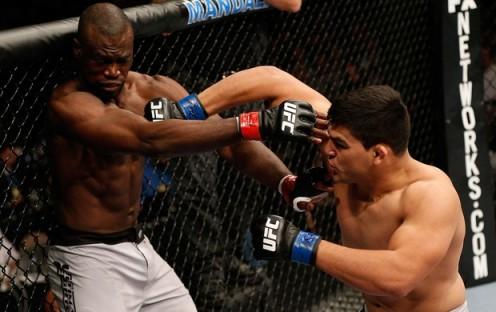 Gastelum usou uma estratégia que anulou o temido Hall na final. (foto: reprodução UFC)
