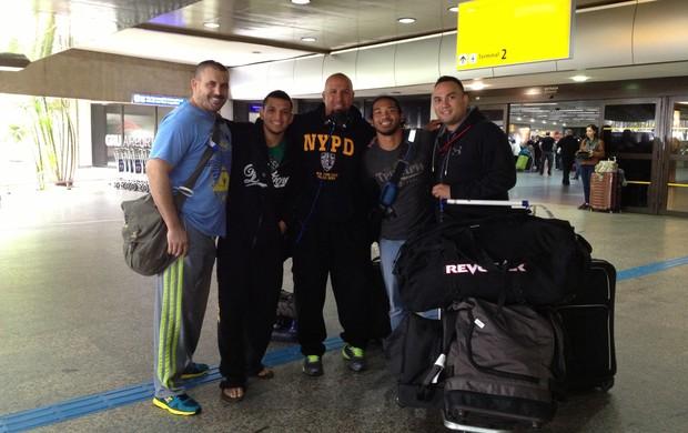 Ben Henderson e Efrain Escudero chegam ao Brasil (Foto: Arquivo pessoal)