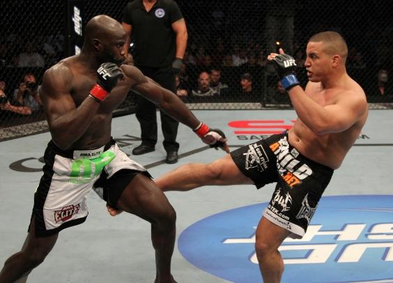 Cheick Kongo em ação contra Pat Barry (Foto: Zuffa LLC / UFC)