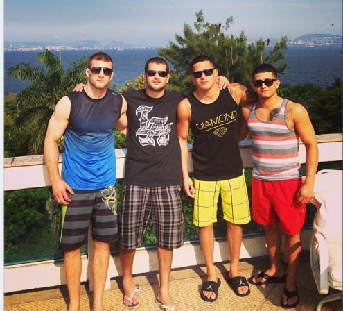 Na foto: Serg Pettis, Pascal Krause, Pettis e Diego Moraes (foto: reprodução/Instagram)