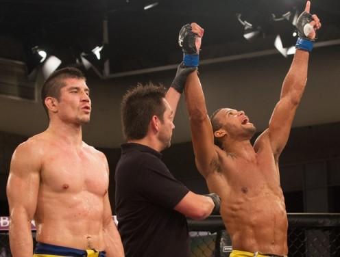 Marreta vence Iri~e e garante vaga nas quartas de finais. (Foto: UFC/Zuffa/Getty Images)